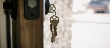 house-keys-hanging-from-door-WSZVR9K